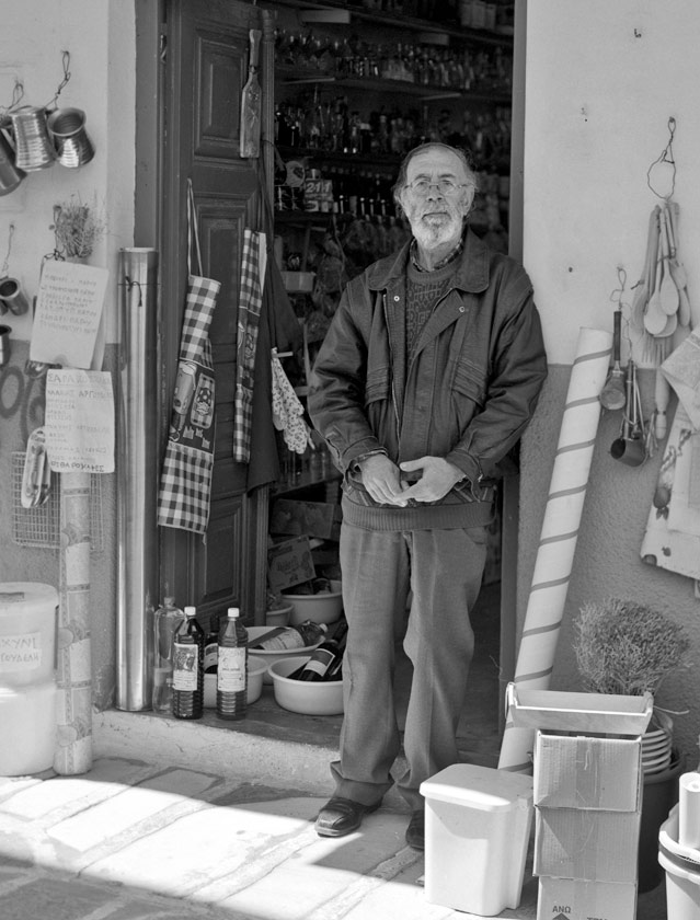 Manoli-shop owner